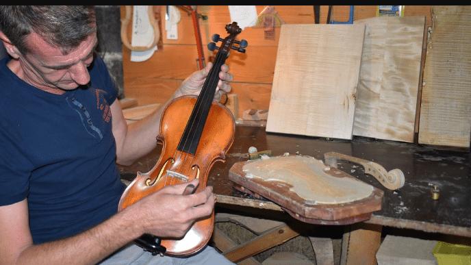 Elvedin ima neobičan hobi, gradi violine!