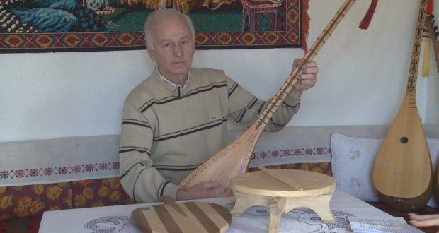 Tuzlanski sazlija 4 decenije gaji ljubav prema ovom instrumentu (VIDEO)